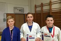 ZÁVODNÍCI Sport Judo Litoměřice si ze závodu Českého poháru přivezli čtyři cenné kovy, zlato získal Vokál (vpravo).