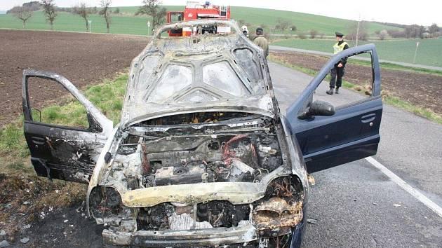 Požár osobního automobilu mezi Roudnicí a obcí Rohatce