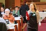 Odborná porota posuzuje vzorky přihlášené do letošní soutěže pro Vinařské Litoměřice.