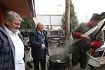 Kapustnici si daly desítky lidí, výtěžek z akce pomůže dětské nemocnici v Litoměřicích