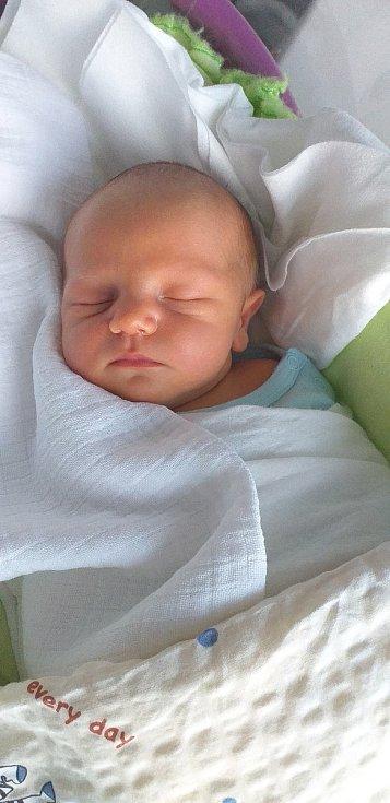 Jiří Jenčuš se narodil Veronice a Markovi Jenčušovým z Ostré 11. června v 21.45 hodin v České Lípě (49 cm a 3,6 kg).
