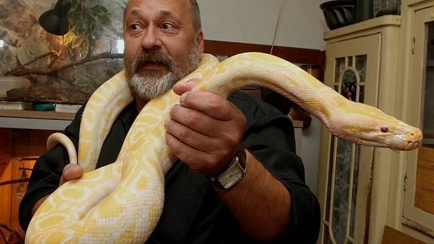 Zbyněk Zeman z Třebívlic se chovem vzácných hadů zabývá už přes třicet let.