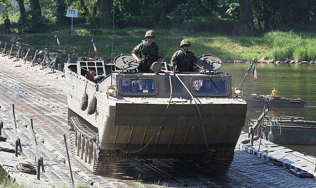 Vojenské cvičení v Litoměřicích.