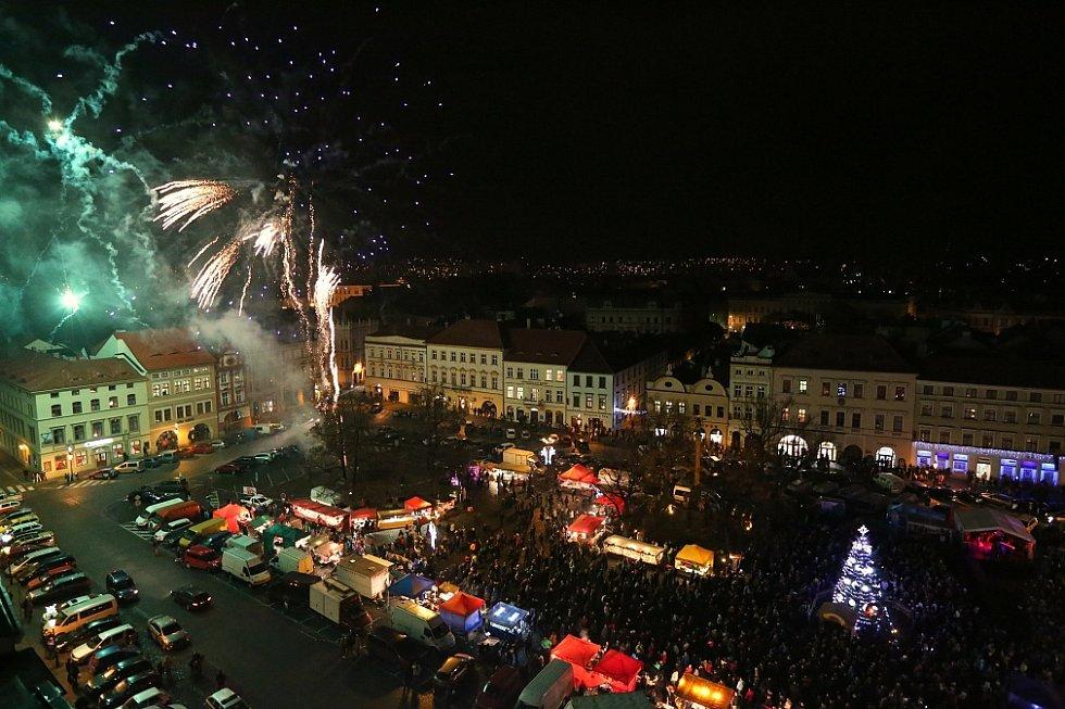 Slavnostní rozsvícení vánočního stromu s ohňostrojem v Litoměřicích