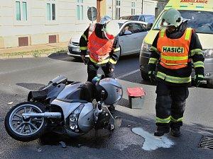 Osobní auto se srazilo s motocyklem v Masarykově ulici v Litoměřicích