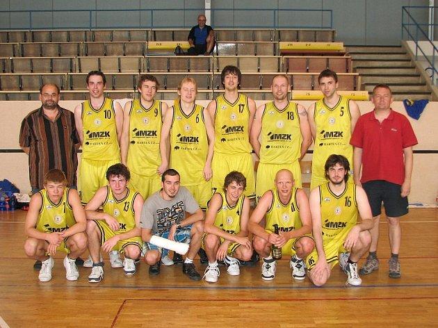 NEJLEPŠÍ. Basketbalisté Slavoje Litoměřice byli v druholigové sezoně 2008/2009 nejlepší. Potvrdili to i v posledních domácích zápasech, kdy jasně zdolali Karlovy Vary a Rokycany.