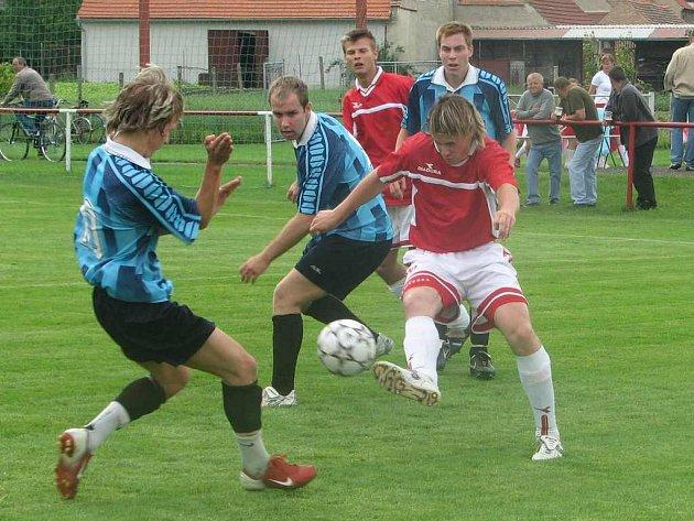 Brozany podle očekávání porazily doma Střekov. Jedním gólem k tomu přispěl i Jan Šimáček, který se takto probíjel obranou soupeře.