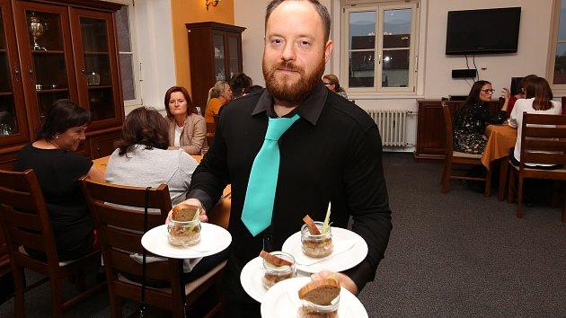 Studenti litoměřické Střední školy pedagogické, hotelnictví a služeb předvedli kuchařskou show