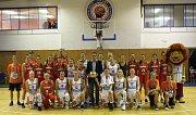 Utkání basketbalistek ČR (v bílém) proti celku Maďarska v Roudnici