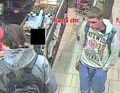 Policisté hledají dva mladíky, v Lovosicích platili cizí kartou.