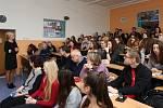 Izraelská spisovatelka Eva Erbenová navštívila 24. listopadu Iitoměřické Gymnázium Josefa Jungmanna.