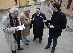 Bavorský premiér Horst Seehofer na návštěvě Terezína.