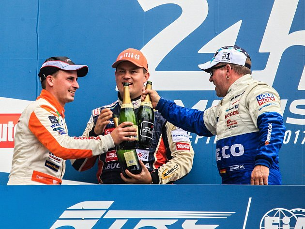 Trucker Adam Lacko z roudnické Buggyry si v Le Mans připsal dvanácté vítězství sezony a míří za premiérovým evropským titulem. Foto: Buggyra