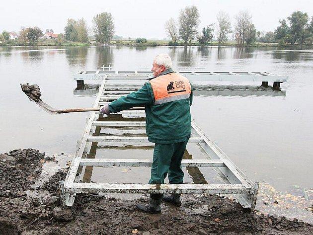 Budování přívozu v Nučničkách.