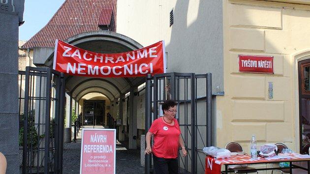 Lidé z výboru proti prodeji nemocnice měli mítink se sympatizanty