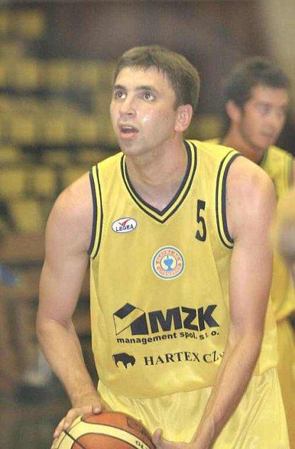 STŘÍLEL. Při turnaji ve Strakonicích zaznamenal v dresu Slavoje Šebo 32 bodů.