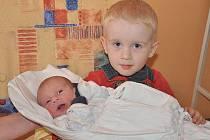 Lence a Pavlovi Fockeovým z Lovosic se v roudnické porodnici 1. července v 9.18 hodin narodil syn Matěj Focke. Měřil 49 cm a vážil 3,3kg. Na fotografii je s bratrem Ondrou. Blahopřejeme!