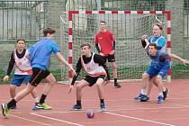 Oranžové hřiště v Lovosicích bylo oficiálně otevřeno. Jako první si vyzkoušeli v rámci sportovní výchovy nové hřiště házenkáři z 8. a 9. třídy.