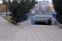 O podchodu u Besedy v Lovosicích se diskutuje více než rok. Zbytečně. Jednání zatím peníze nepřinesla, proto stavba, která měla být zrekonstruována už před půl rokem, vypadá stále stejně.