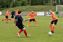 Zápas I. A třídy 2018/2019 mezi Roudnicí (oranžoví) a Juniorem Děčín vyhráli hosté 1:2.