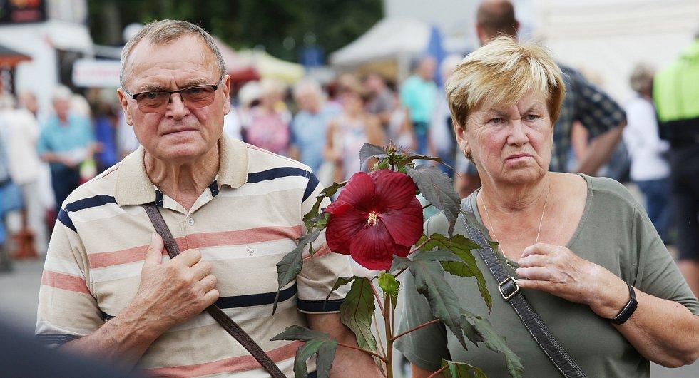 Již od rána proudily davy návštěvníků na další ročník Zahrady Čech, největšího zahradnického veletrhu v severních Čechách.