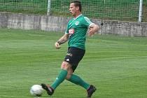 První s druhým. To byl zápas okresního přeboru Pokratice (v zeleném) - Libotenice. Domácí svého soka smetli 6:0. Fotbal ilustrační