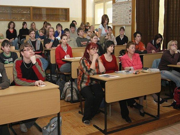 Studenti i učitelé se již jistě do zrekonstruovaných prostor gymnázia těší.