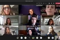 Když to nejde osobně, zkusili to on-line. Deváťáci z litoměřické Masarykovy základní školy už druhým rokem spolupracují s partnerskou školou v italské Cavalese. Kvůli epidemii nyní pouze on-line.
