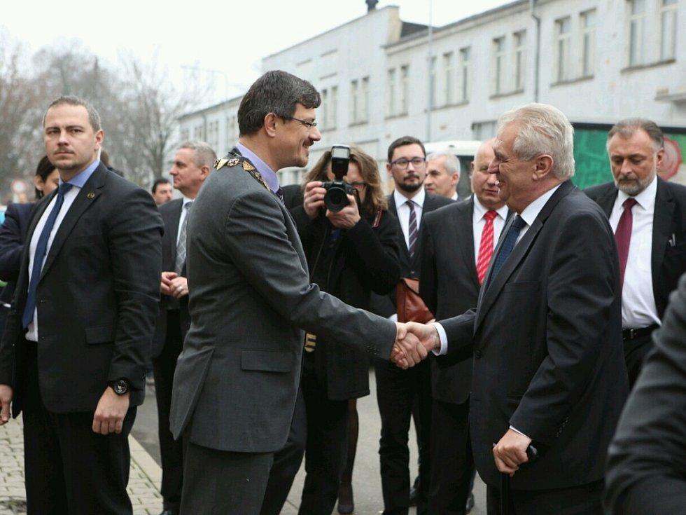 Příjezd Miloše Zemana do Lovosic.