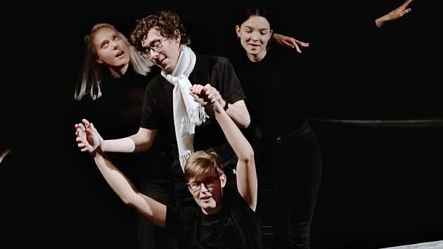 Studenti ZUŠ předvedli svoje divadelní dovednosti
