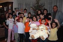 Děti v dětském domově dostaly vánoční dárky.