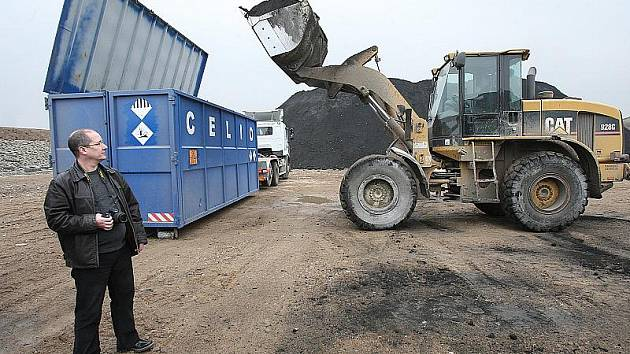 Manipulace s materiálem Geobal na skládce Celio u Litvínova
