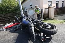 V Dlažkovicích na Lovosicku boural motorkář