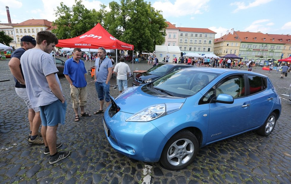 U-žít Litoměřice. Návštěvníci si prohlédli i elektroauta a hybridní vozy.