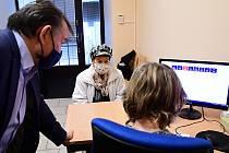 Na litoměřickém úřadu pomáhají seniorům s registrací na očkování proti covidu