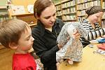 Roudnické děti i letos vyrábějí panenky pro Dětský fond Organizace spojených národů (UNICEF).