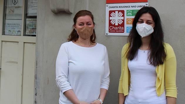 Vedoucí sociální pracovnice terénního programu Naděje v Roudnici nad Labem Michaela Kejkrtová (vlevo) a sociální pracovnice terénního programu Barbora Krpálková.
