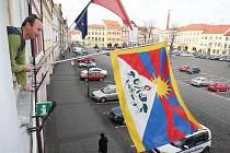 Vyvěšení tibetské vlajky v Litoměřicích.