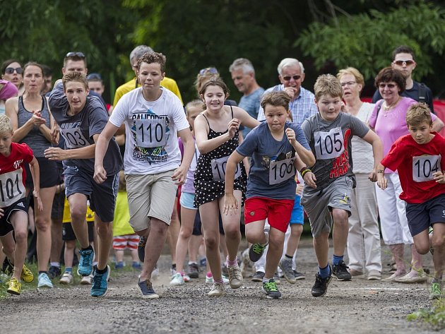Běh okolo Hostěnic přivede na start i nejmladší účastníky.