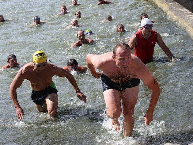 Více než stovka účastníků si letos vyzkoušela Házmburk X offroad triathlon.
