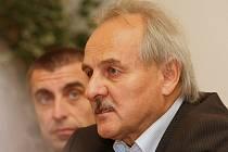 Ladislav Chlupáč při podpisu koaliční smlouvy