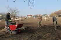 Výstavba nového parku na Miřejovické stráni pokračuje