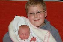 Jaroslavě a Milanovi Medovým z Lovosic se v litoměřické porodnici 8. listopadu ve 13.08 hodin narodila dcera Markéta Medová. Měřila 46 cm a vážila 2,68 kg. Na snímku s bratrem Jaroslavem.  Blahopřejeme!