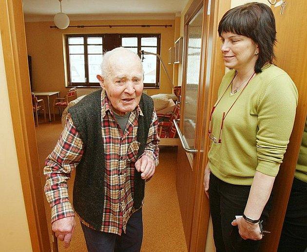 KLIENT TÝDENNÍHO STACIONÁŘE Miroslav Švejdar je v domově spokojen.