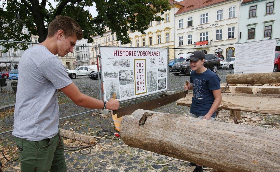 Budoucí tesaři ze střední školy z Krásného Března si přijeli zatesat do Litoměřic