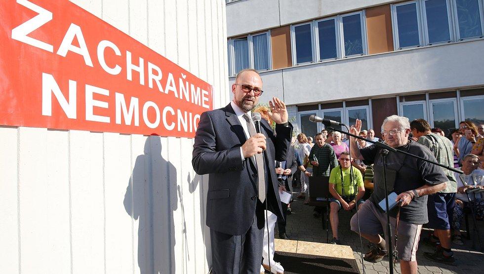 Na další demonstraci proti prodeji Městské nemocnice v Litoměřicích dorazil i ministr zdravotnictví Adam Vojtěch.