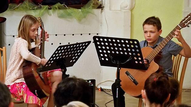 Mladí hudebníci litoměřické ZUŠ potěšili tentokrát publikum v Terezíně.
