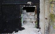 Do podzemní továrny Richard se někdo vloupal
