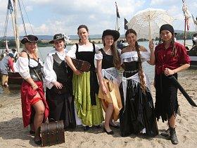 Piráti dobývali jezero Chmelař