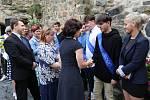 V Úštěku se slavnostně rozdávalo vysvědčení. První ročník a devátá třída dostaly vysvědčení v areálu místního hradu